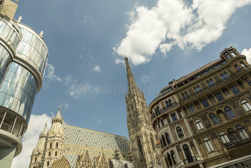 Três estilos da arquitetura em Viena, Áustria foto de stock