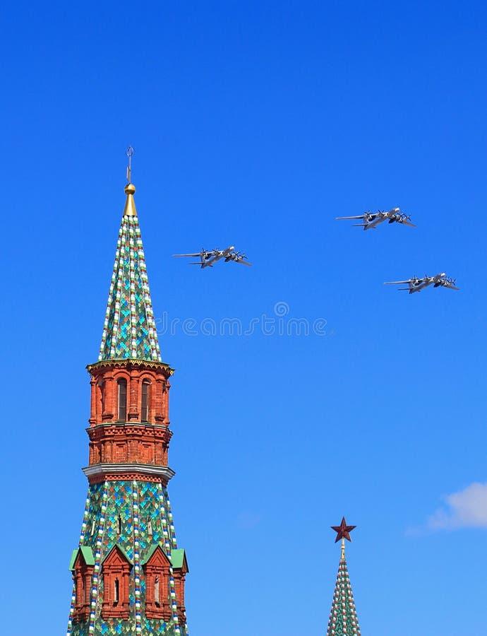 Três ` estratégico de longo alcance do urso do ` dos bombardeiros Tu-95 do russo no flig imagem de stock