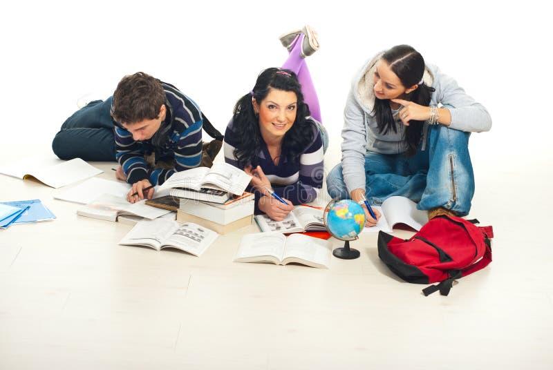 Três estudantes que aprendem para casa fotografia de stock royalty free