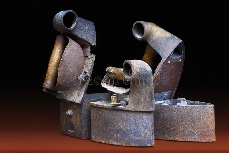 Três ferros oxidados do vintage imagens de stock