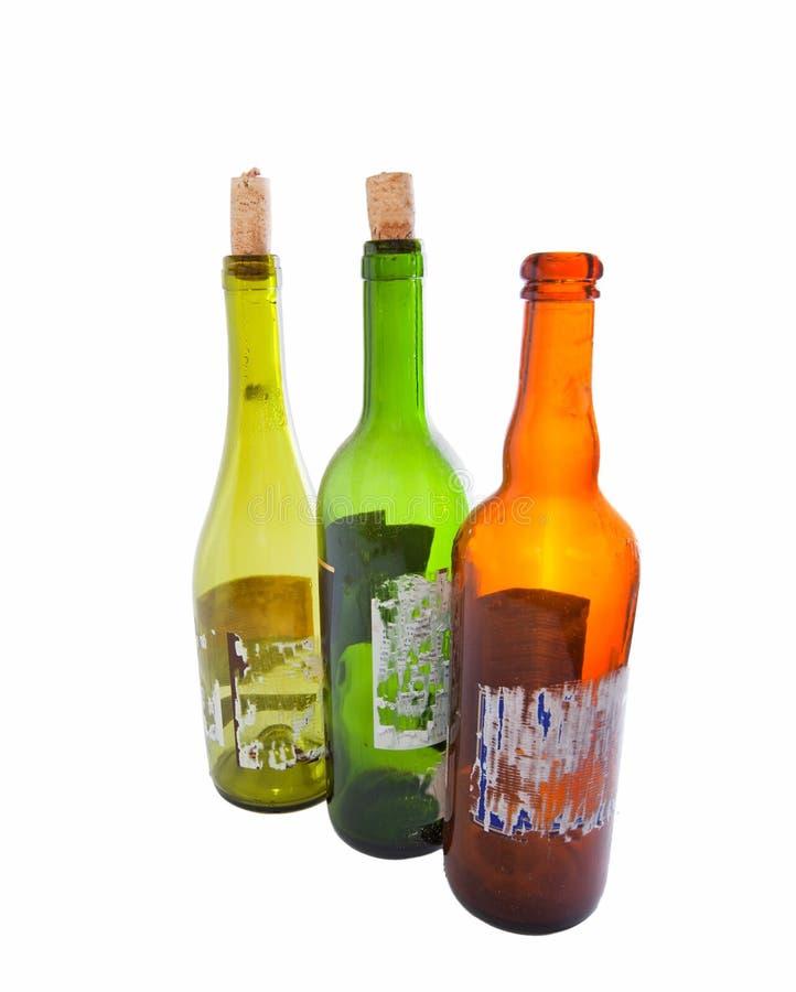 Três frascos de vinho vazios isolados no branco foto de stock