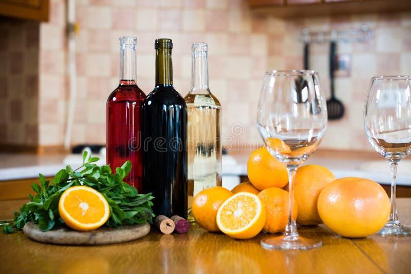 Três frascos do vinho imagem de stock