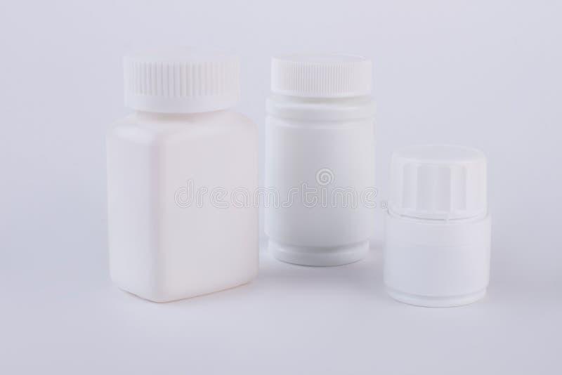 Três garrafas plásticas vazias para a medicina fotos de stock