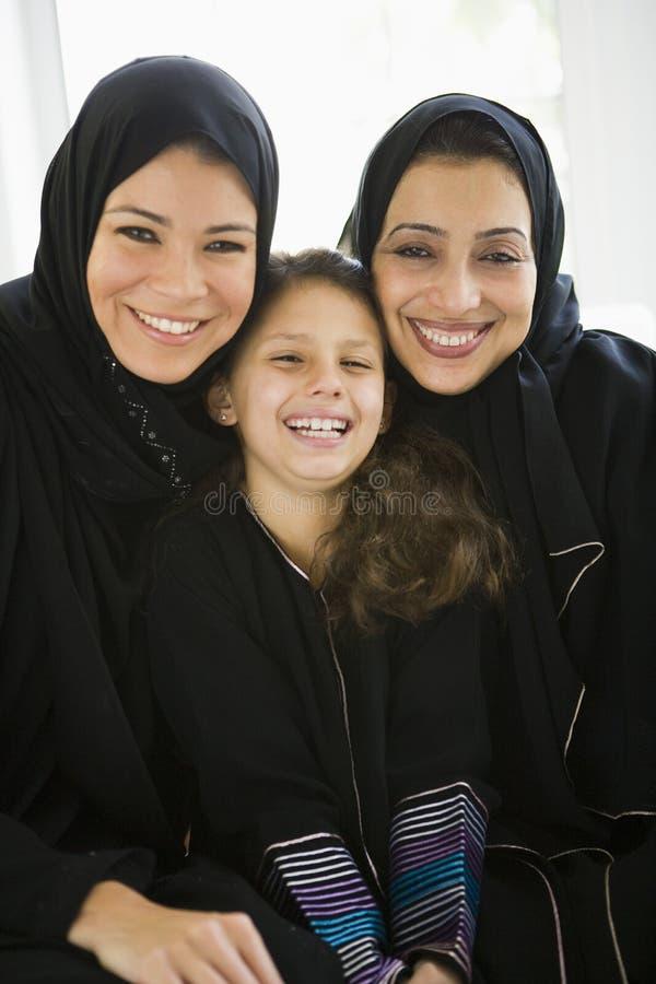 Três gerações de mulheres do Oriente Médio fotos de stock