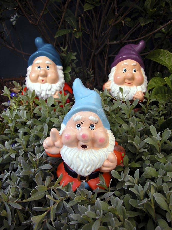 Três Gnomes do jardim imagem de stock royalty free