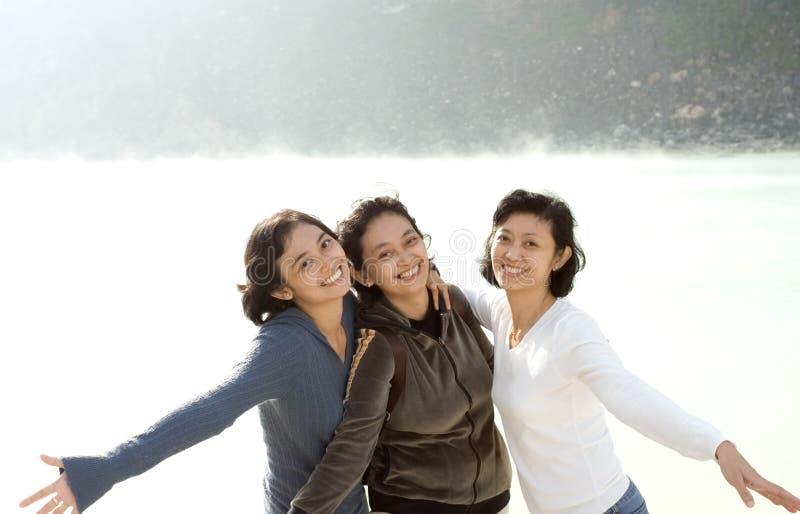 Três irmãs asiáticas felizes fotografia de stock
