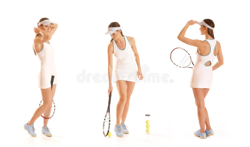 Três jogadores de ténis fêmeas novos com equipamento imagens de stock