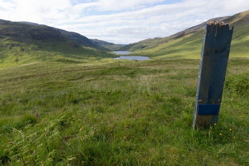 Três Lochs em Glen More na ilha de ferventam com especiarias, Escócia fotos de stock royalty free