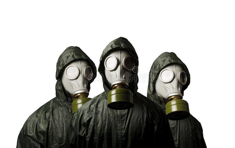 Três máscaras de gás isoladas no fundo branco Tema da sobrevivência imagens de stock