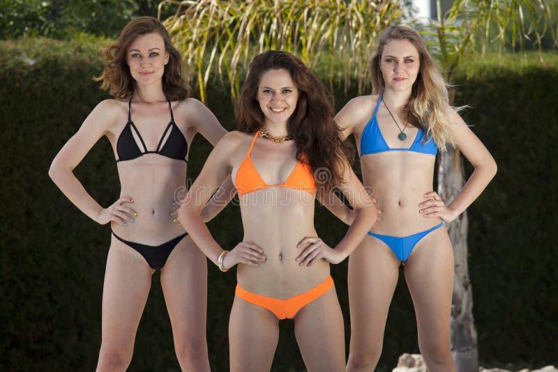 Três meninas do biquini da aptidão fotos de stock royalty free