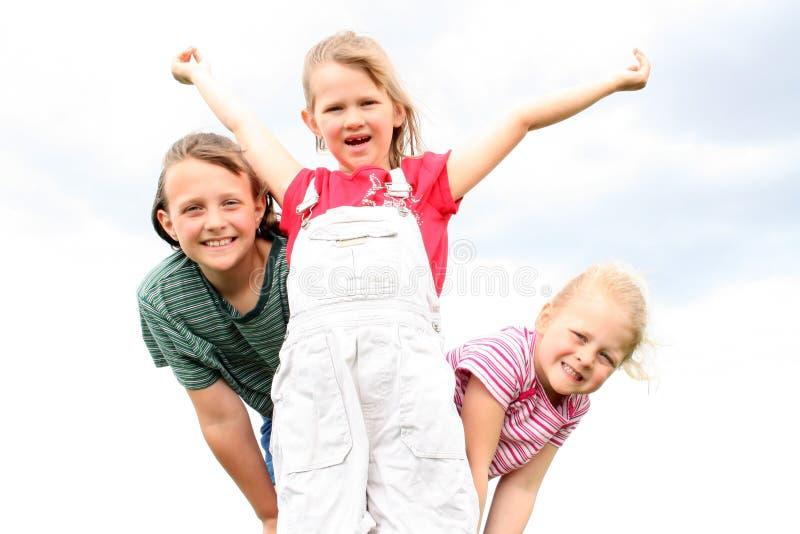 Três meninas felizes. fotos de stock