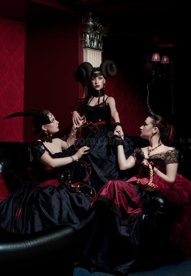 Três meninas góticos com chifres fotos de stock