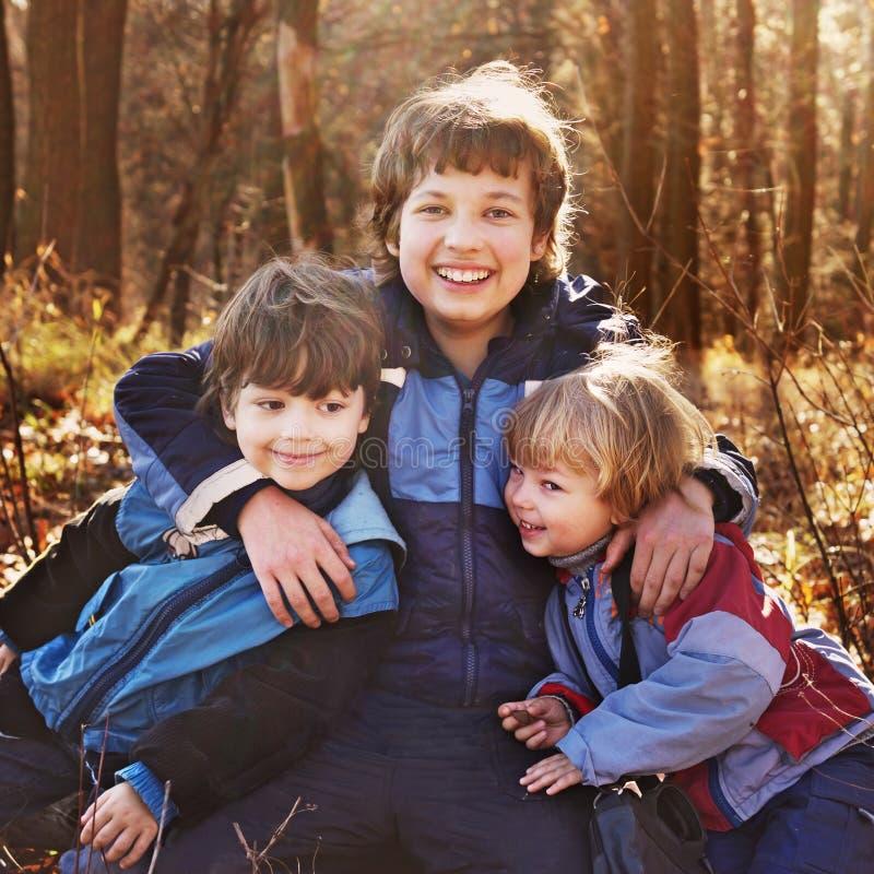 Três meninos felizes imagens de stock royalty free
