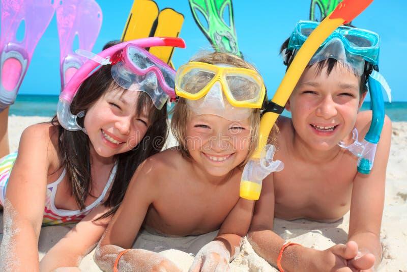 Três miúdos com snorkels imagem de stock royalty free
