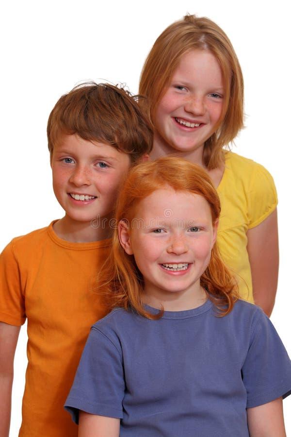 Três miúdos felizes foto de stock