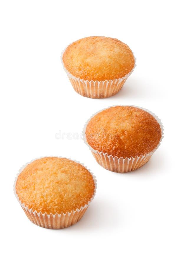 Três mini queques no bakeware de papel fotos de stock