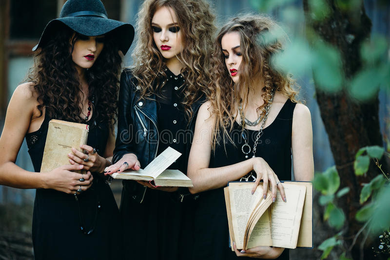 Três mulheres do vintage como bruxas fotografia de stock royalty free