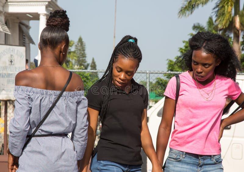 Três novos e mulheres consideravelmente jamaicanas imagem de stock