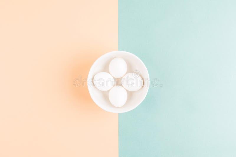 Três ovos em uma placa imagens de stock