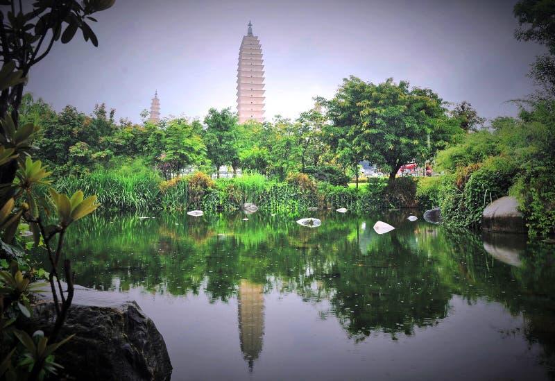 Três Pagodas do templo de Chongsheng imagens de stock royalty free