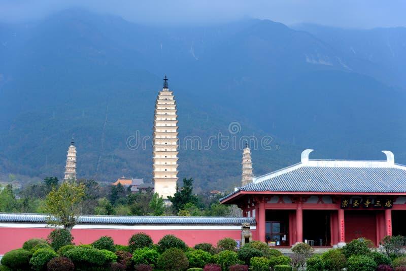 Três pagodes do templo de Chongsheng em Dali, província de Yunnan imagem de stock royalty free