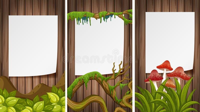 Três papéis vazios na parede de madeira ilustração royalty free