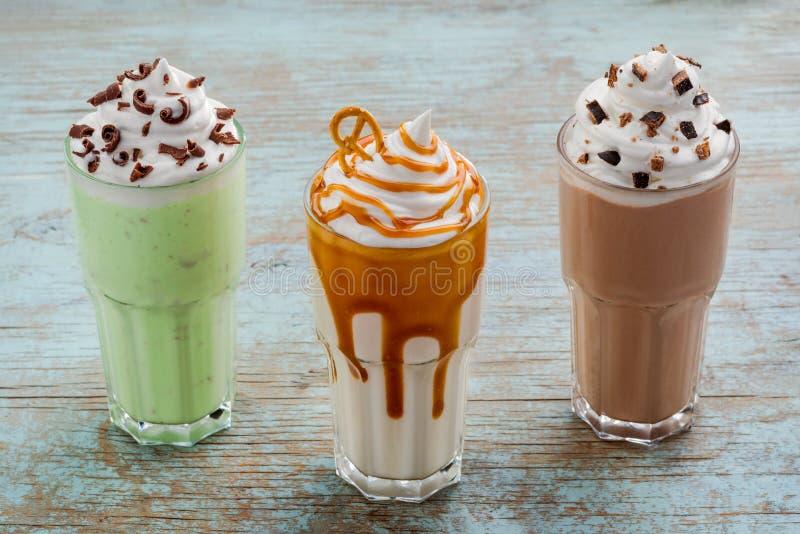 Três parcelas maciças de milks shake fotos de stock