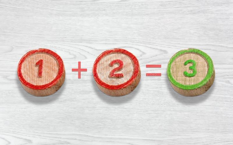 Três partes de madeira que descrevem a adição do número um e dois fotos de stock royalty free