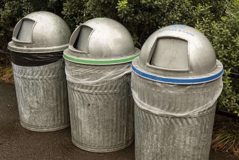 Três reciclagens do metal, cor codificada imagem de stock