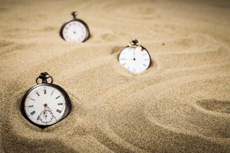 Três relógios velhos do reforço fotografia de stock