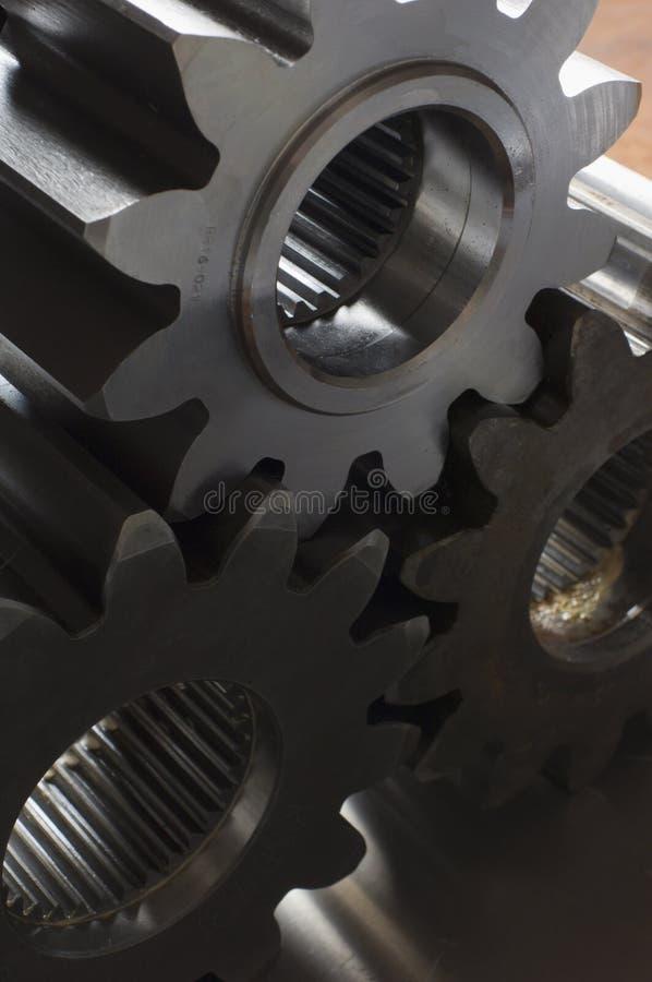 Três rodas denteadas de encontro à luz imagens de stock