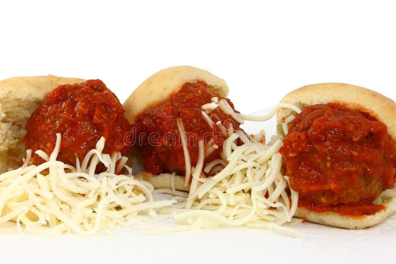 Três slideres do Meatball com molho e o Che Shredded imagem de stock royalty free