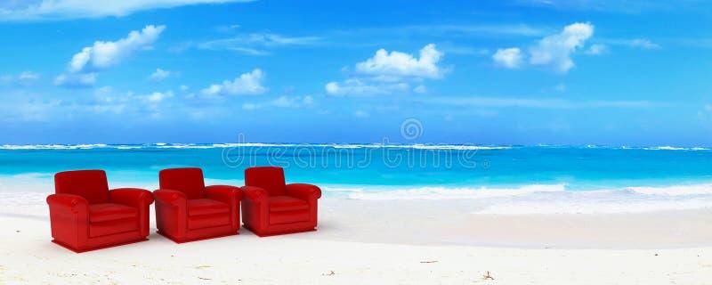 Três sofás vermelhos do clube no paraíso fotos de stock royalty free
