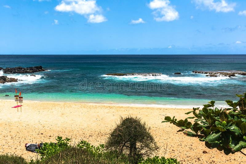 Três tabelas encalham a costa, Oahu, Havaí foto de stock