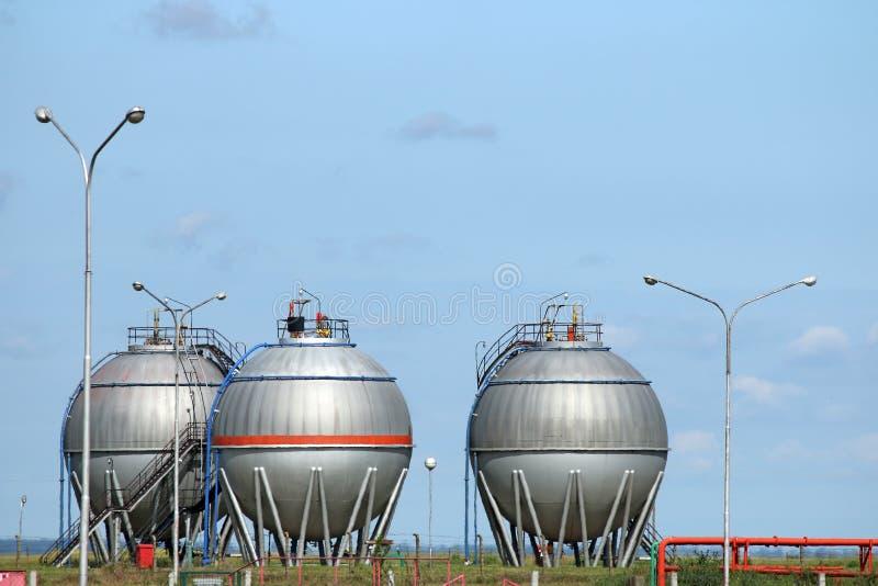 Três tanques de petróleo foto de stock royalty free