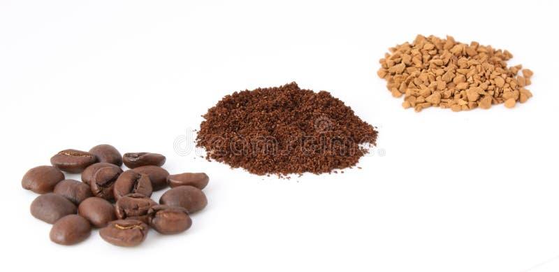 Três tipos de café: feijões, terra e instante foto de stock royalty free