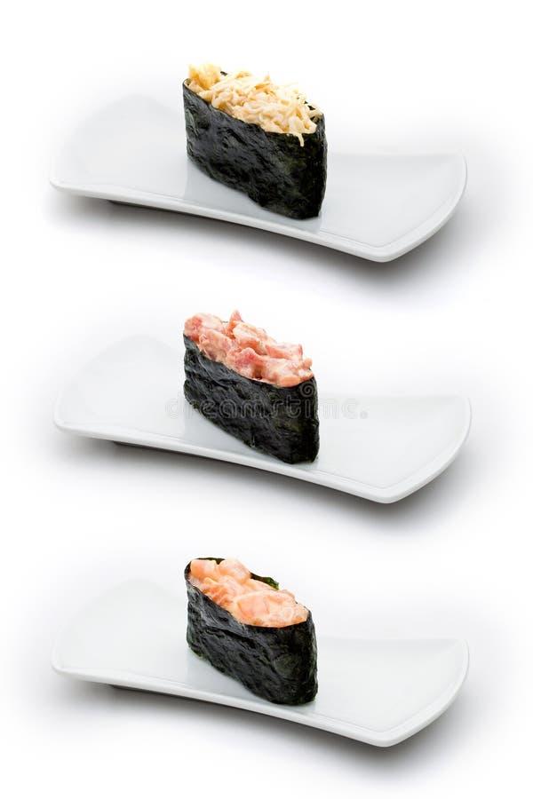 Três tipos de gunkan: caranguejo picante, atum picante e fotos de stock royalty free