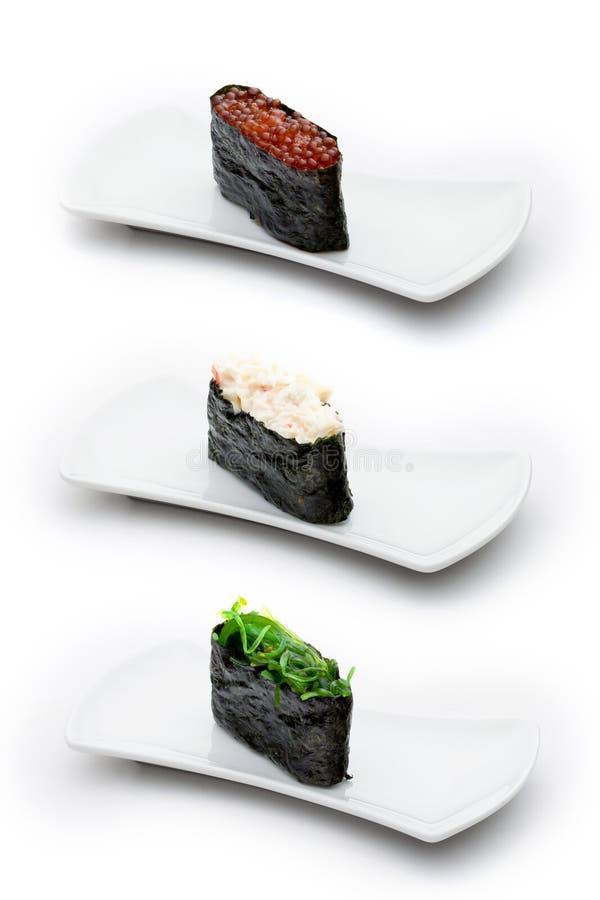 Três tipos de gunkan: caviar salmon, caranguejo com cr fotografia de stock royalty free