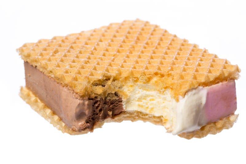 Três tipos do gelado entre o waffle foto de stock