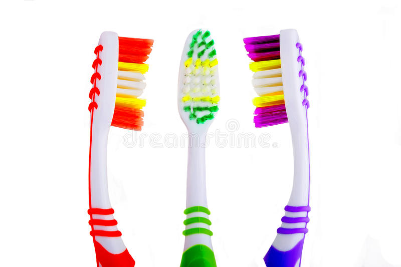 Três toothbrushes que estão nas discussões foto de stock