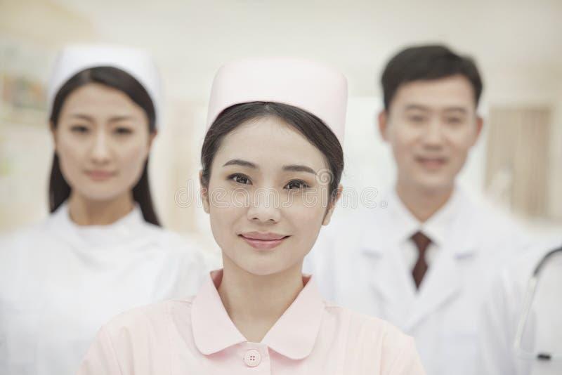 Três trabalhadores dos cuidados médicos, retrato fotografia de stock