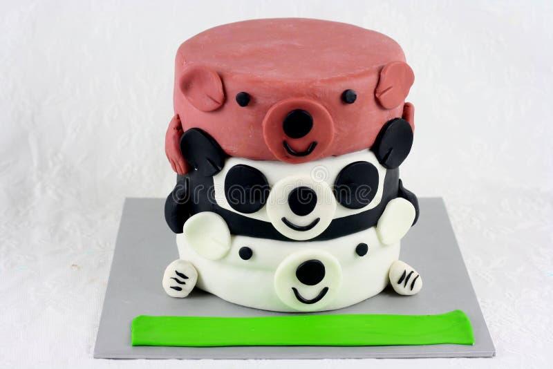 três ursos desencapados inspiraram o bolo para o aniversário das crianças imagem de stock royalty free