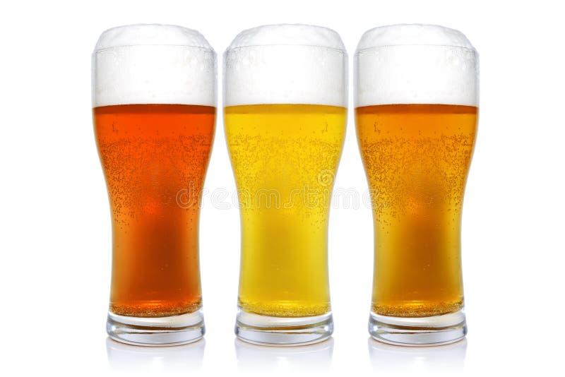 Três vidros com cervejas diferentes imagem de stock