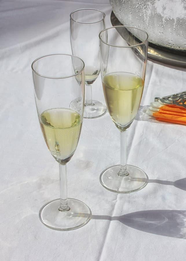 Três vidros elegantes do champaigne fotos de stock royalty free