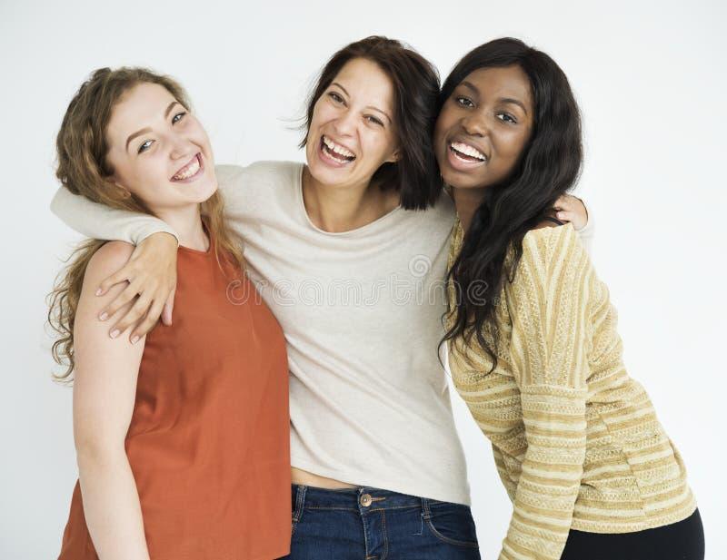 Trío de amigos femeninos felices fotos de archivo libres de regalías