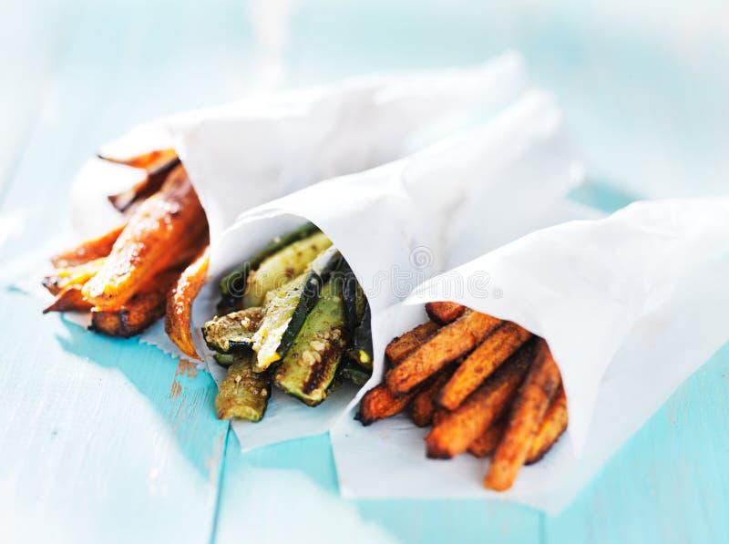 Trío de la zanahoria, del calabacín, y de las fritadas de la patata dulce imagen de archivo libre de regalías