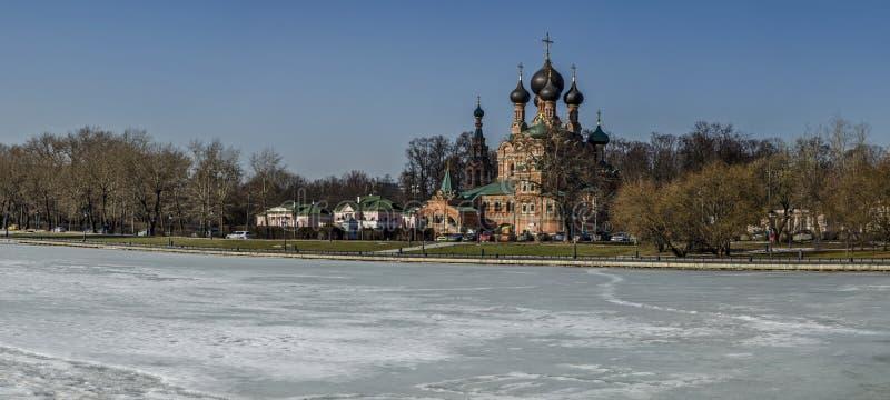 Trójca kościół zhivonachalnoj Moskwa, Rosja, wiosna, Marzec zdjęcie stock