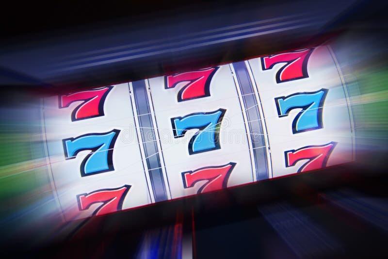 Trójki Siedem automat do gier fotografia royalty free