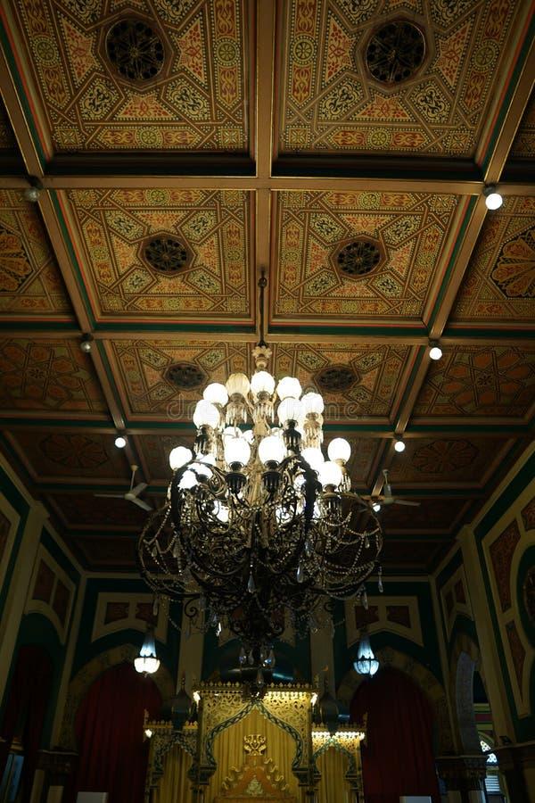 trône et lustre au maimoon de Maimun Palace ou de sultan d'istana photographie stock