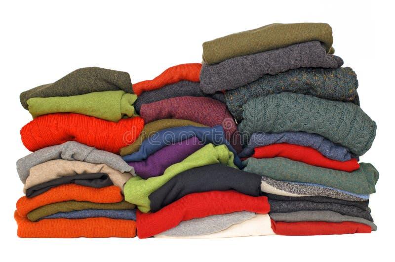tröjor för män s för kabelcashmererät maska arkivfoton